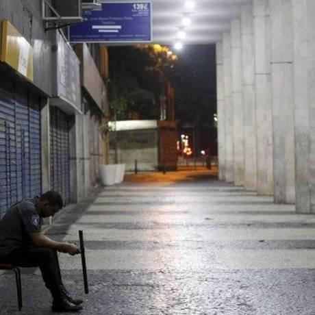 Trabalho: 24h no Centro do Rio de Janeiro Foto: Domingos Peixoto / Agência O Globo