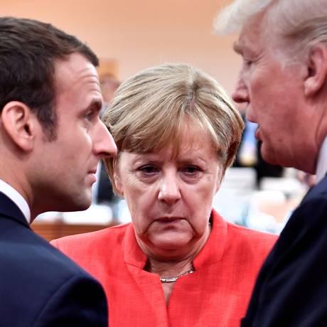 O presidente da França, Emmanuel Macron (esquerda), a chanceler alemã Angela Merkel (centro) e o presidente dos Estados Unidos, Donald Trump (direita) Foto: POOL New / REUTERS