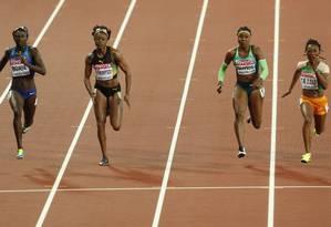 Mulheres competem nos 100m rasos Foto: JOHN SIBLEY / Reuters