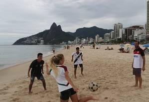 Torcedores dos quatro grandes clubes do Rio à espera do Carioca Foto: Custódio Coimbra / Agência O Globo
