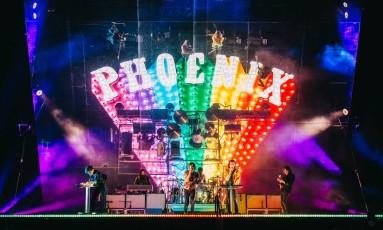Phoenix em ação no festival Governors Ball, em Nova York, com o palco da turnê 'Ti amo' Foto: Divulgação/Rachael Wright