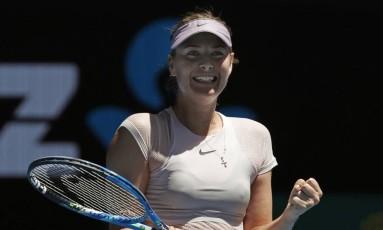 A emoção de Maria Sharapova com a vitória sobre a alemã Tatjana Maria Foto: Vincent Thian / AP