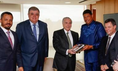Michel Temer durante encontro com com fundador da Igreja Mundial do Poder de Deus Foto: Agência O Globo