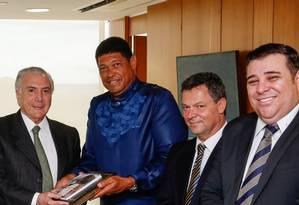 Michel Temer durante encontro com fundador da Igreja Mundial do Poder de Deus Foto: Agência O Globo