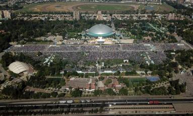 Imagem aérea mostra o parque O'Higgins tomado por fiéis para a primeira missa do Papa Francisco nesta visita ao Chile Foto: JAVIER TORRES / AFP