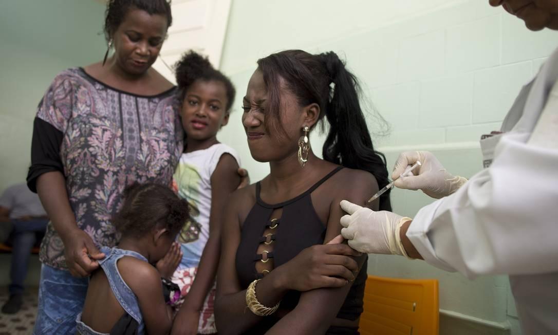 População corre para se vacinar em Valença após confirmação de mortes Foto: Márcia Foletto / Agência O Globo