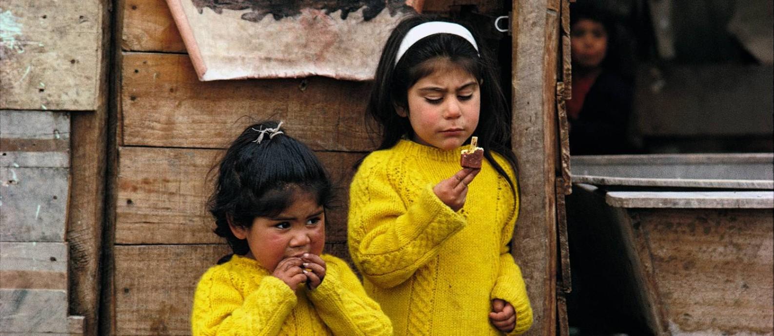 Foto feita num acampamento no subúrbio de Santiago, Chile, em 1971 Foto: Divulgação/Raymond Depardon
