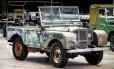 Um dos três primeiros Land Rover produzidos estava abandonado num jardim há 40 anos Foto: Divulgação
