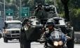 Equipes fortemente armadas saem à caça de Óscar Pérez, em Caracas Foto: JUAN BARRETO / AFP