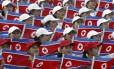 Líderes de torcida norte-coreanas em competição esportiva na Coreia do Sul, em 2003 Foto: Lee Jin-man / AP