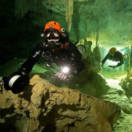 Mergulhador no sistema cavernoso Sac Actun, como parte do projeto Gran Acuifero Maya, no México Foto: HANDOUT / REUTERS