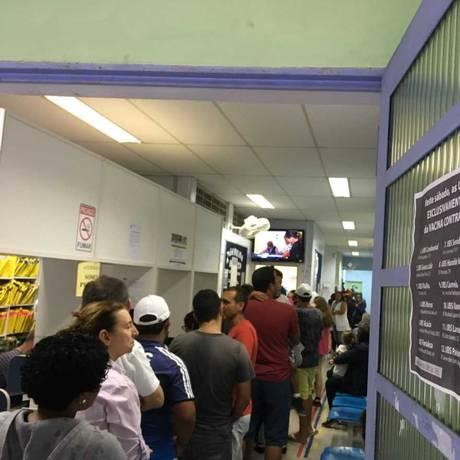 Fila para vacinação em Guarulhos, na Grande São Paulo, após morte de idoso que passou festas de fim de ano em Mairiporã, também na Região Metropolitana Foto: Chico Prado / Agência O Globo