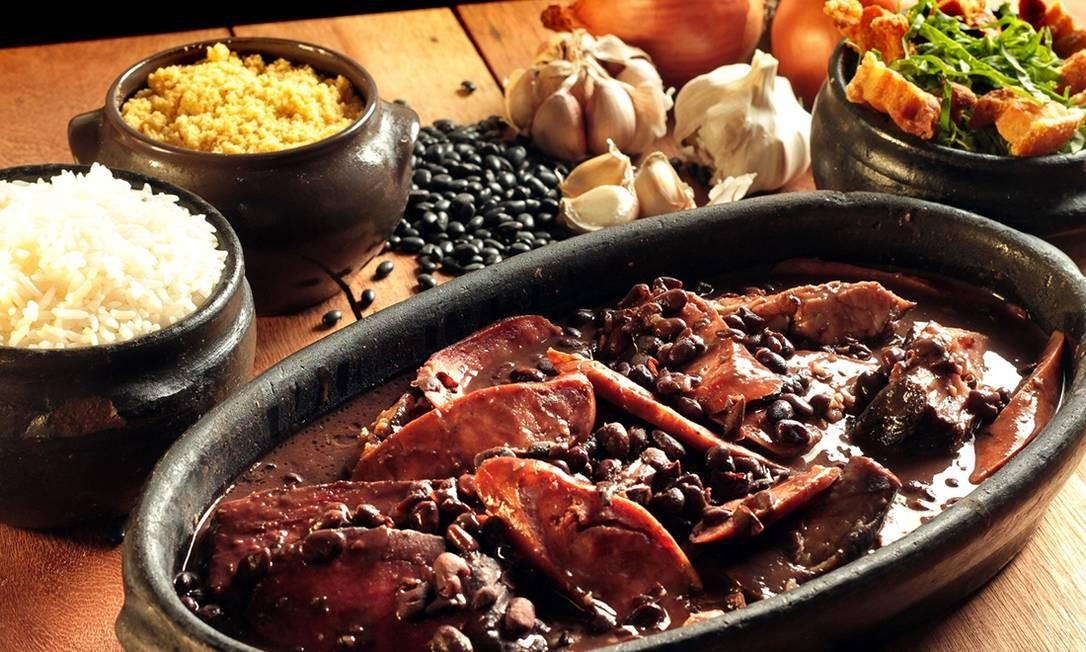 Às sextas-feiras, das 11 às 18h, no restaurante Quinta da Boa Vista (em frente ao Rio Zoo), é dia de feijoada (R$ 130) com cortes de porco, carne-seca, torresmo, couve à mineira, farofa e arroz. Parque da Quinta da Boa Vista s/nº, São Cristovão (2589-6551). Foto: Divulgação