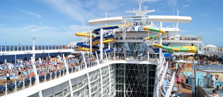 Os toboáguas do Harmony of The Seas, da Royal Caribbean: navio tem 18 andares Foto: Sérgio Luz / Agência O Globo