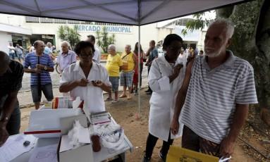 Ponto de vacinação em Valença, no interior do estado Foto: Domingos Peixoto / Agência O Globo