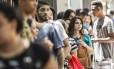 Estudantes aguardam abertura dos portões do Enem 2017, no Rio Foto: Hermes de Paula / Agência O Globo