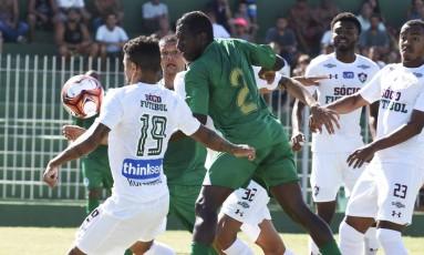Romarinho tenta o domínio para o Fluminense Foto: MAILSON SANTANA/FLUMINENSE FC