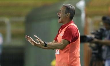 Paulo César Carpegiani pede calma ao Flamengo na estreia contra o Volta Redonda Foto: Gilvan de Souza