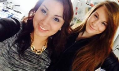 Em selfie, Cheyenne Rose Antoine veste o cinto encontrado ao lado do corpo de sua melhor amiga, Brittney Gargol Foto: FACEBOOK