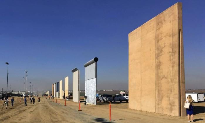 Donald Trump diz que não mudou de ideia sobre muro