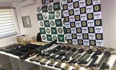 Fuzis apreendidos estavam em podere de sargento do Exército Foto: Divulgação/Desarme