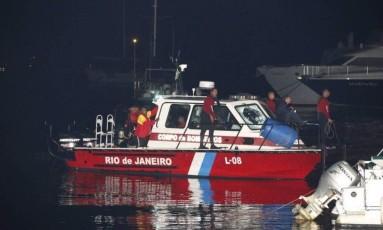 Corpo do ex-ministro Teori Zavascki é resgatado, em Paraty Foto: Domingos Peixoto/Agência O Globo