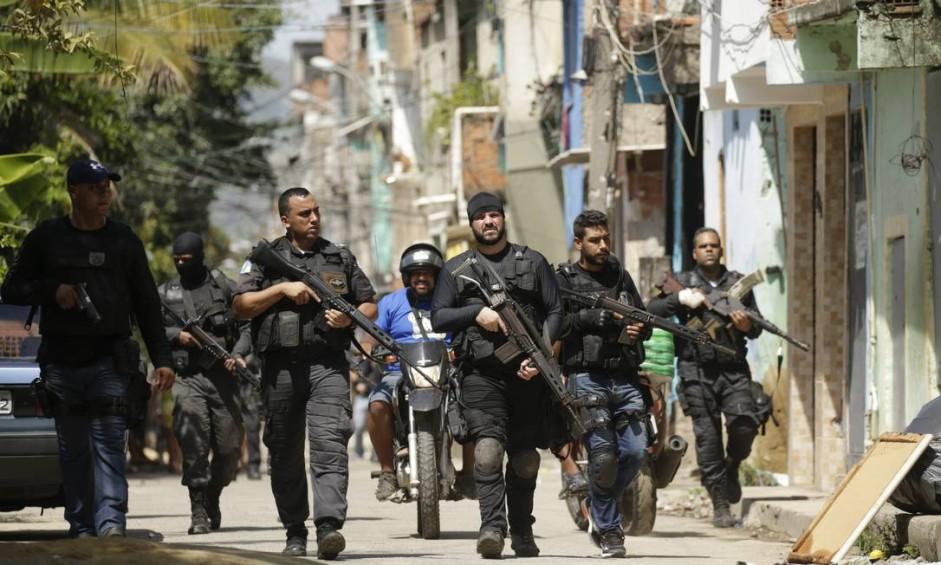 Operação envolveu um grande efetivo de militares e agentes Foto: Gabriel de Paiva / Agência O Globo