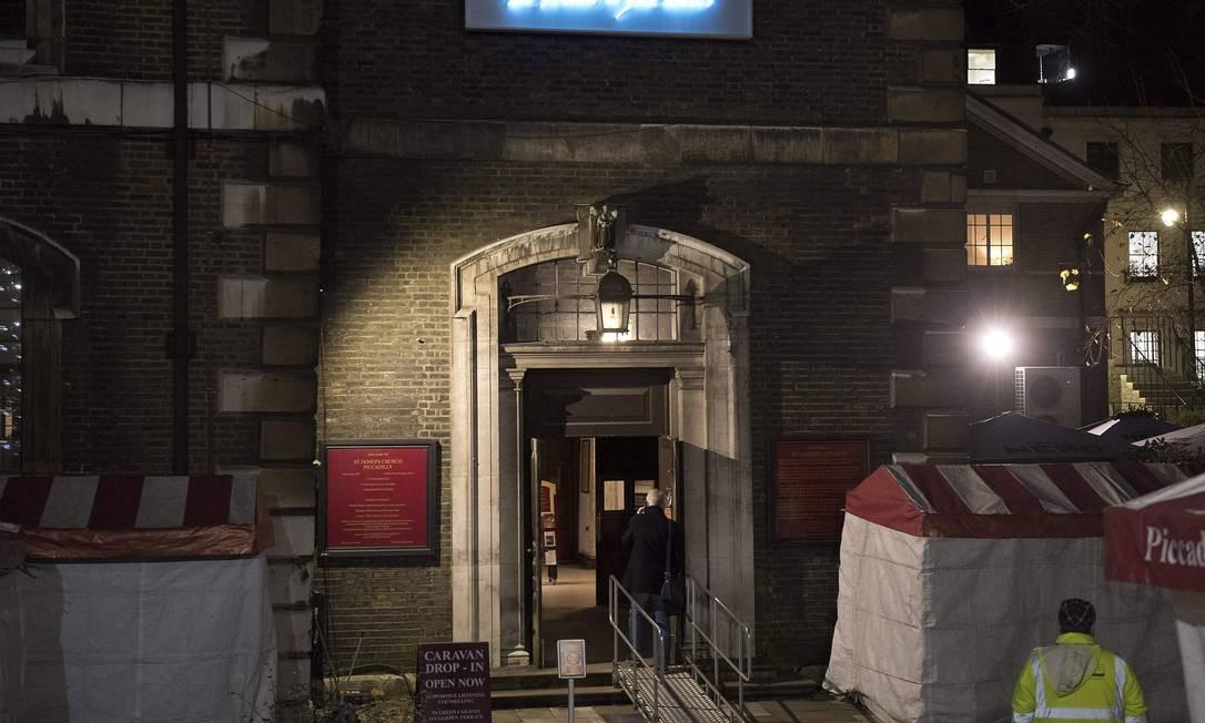 """As obras de luz no festival """"Lumiere"""", nas ruas de Londres, tentam passar mensagens aos cidadãos. Esta da foto, da artista britânica Tracey Emin, se chama """"Be Faithful To Your Dreams"""" , ou, em tradução livre: """"Seja fiel aos seus sonhos"""" Foto: JUSTIN TALLIS / AFP"""