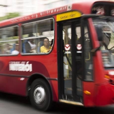 Ônibus do Transnit sem ar-condicionado: segundo o MP, 215 carros são climatizados, mas deveriam ser 356 Foto: Agência O Globo / Monica Imbuzeiro/23-06-2016