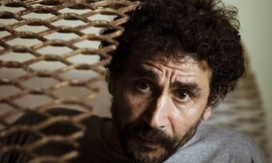 """""""Se você quer falar sobre alguma coisa e protestar, tem que organizar um ato político"""", diz o artista plástico Youssef Limoud Foto: Leo Martins / Agência O Globo"""