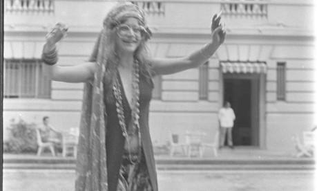 Hippie. Janis causou ao nadar nua na piscina do Hotel Copacabana Palace Foto: 13/02/1970 / Agência O Globo