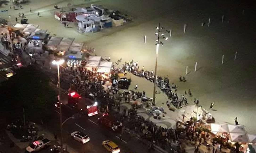 Visão aérea da praia de Copacabana após acidente Foto: Reprodução rede social / Agência O Globo