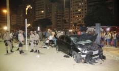 Segundo informações, carro atravessou o calçadão e atingiu diversas pessoas antes de parar na areia Foto: Antonio Scorza / Agência O Globo