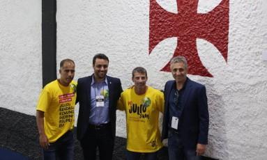 Pedrinho e Felipe ao lado de Julio Brant (à esquerda) e de vice Alexandre Campello Foto: Márcio Alves / Agência O Globo