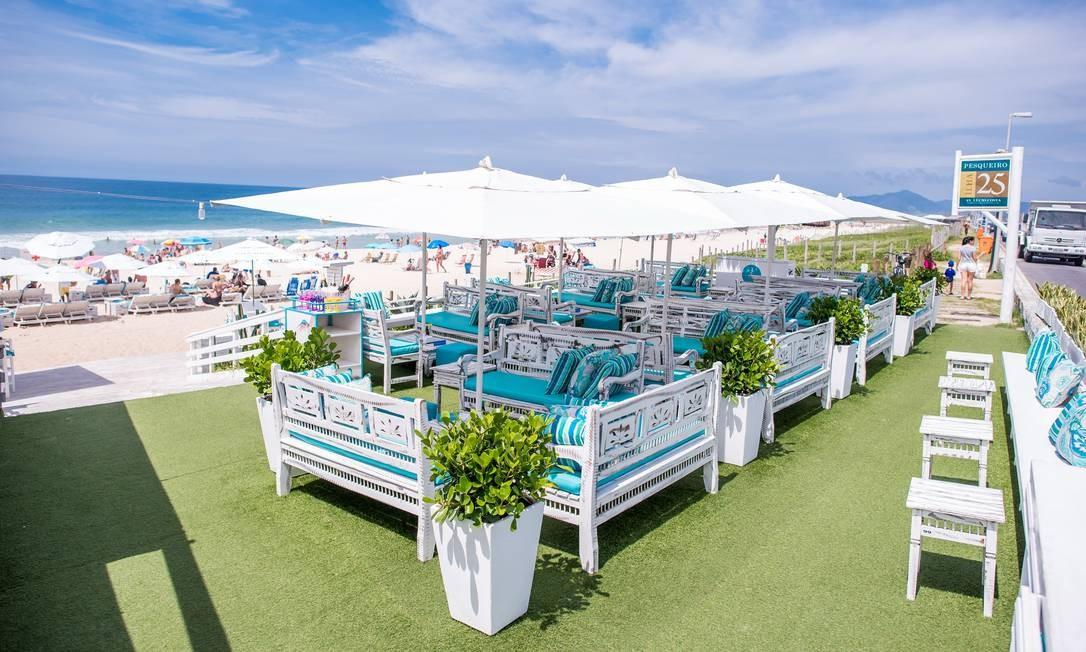 O Pesqueiro Gastro Beach, na praia da Reserva, acaba de inaugurar varanda com serviço de bar à beira mar, especializado em culinária caiçara e mediterrânea contemporânea. Destaque para casquinha de siri (R$ 27) e bolinhos de bacalhau (12 por R$ 35). Para beber, gim tônica em várias versões (R$ 25) Praia da Reserva, Ilha 25 (99626-3416). Foto: Divulgação/Marcos Rocha