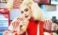 """A drag queen Aretuza Lovi no clipe """"Joga bunda"""" Foto: Divulgação"""