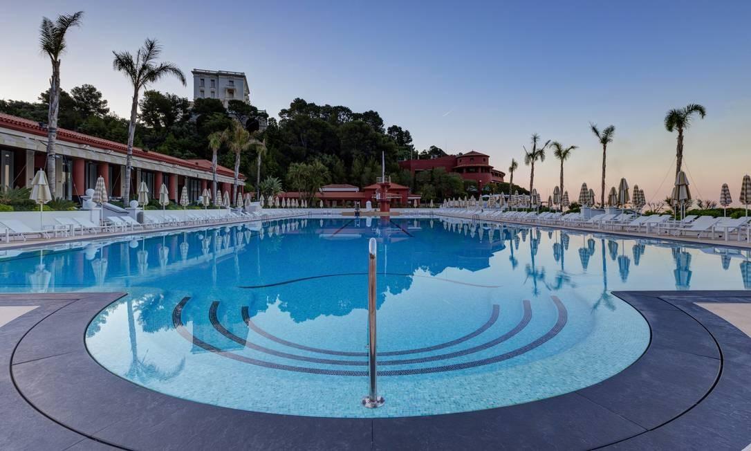 A piscina do Monte-Carlo Beach tem água do mar e é aquecida a 24 graus Foto: Divulgação