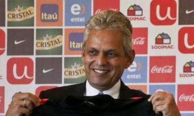 einaldo Rueda foi apresentado nesta sexta-feira como novo técnico da seleção chilena Foto: Esteban Felix / AP