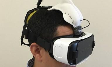 Realidade virtual, com sensor de eletroencefalograma acoplado, é usada para ajudar a identificar a doença com mais precisão Foto: Divulgação