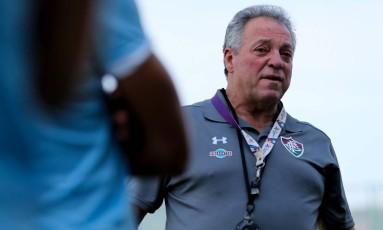 Abel Braga conversa com os jogadores do Fluminense Foto: Lucas Merçon/Fluminense