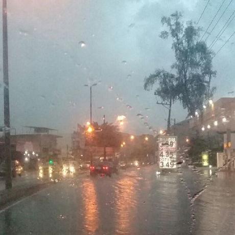Devido à forte chuva, houve formação de bolsões d'água em Jardim Sulacap, na Zona Oeste do Rio Foto: Reprodução / Centro de Operações