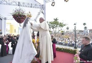 Papa Francisco reza missa em homenagem à Virgem de la Puerta, em Trujillo, no Peru Foto: HANDOUT / REUTERS