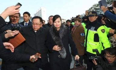 Hyon Song-Wol, líder da banda de mulheres norte-coreanas, em visita à Coreia do Sul Foto: AFP