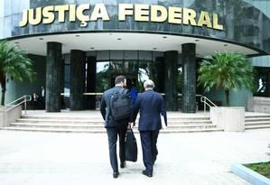 O prédio da Justiça Federal em Curitiba, onde é julgada a maioria dos processos da Lava-Jato em primeira instância Foto: Dia Esportivo / Agência O Globo