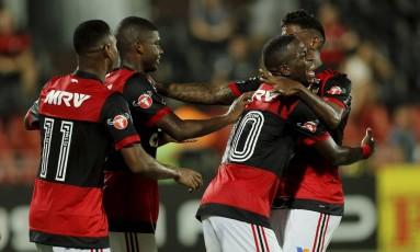 Vinícius Jr., com a camisa 10, comemora o gol da vitória do Flamengo sobre a Cabofriense Foto: Antônio Scorza / Agência O Globo
