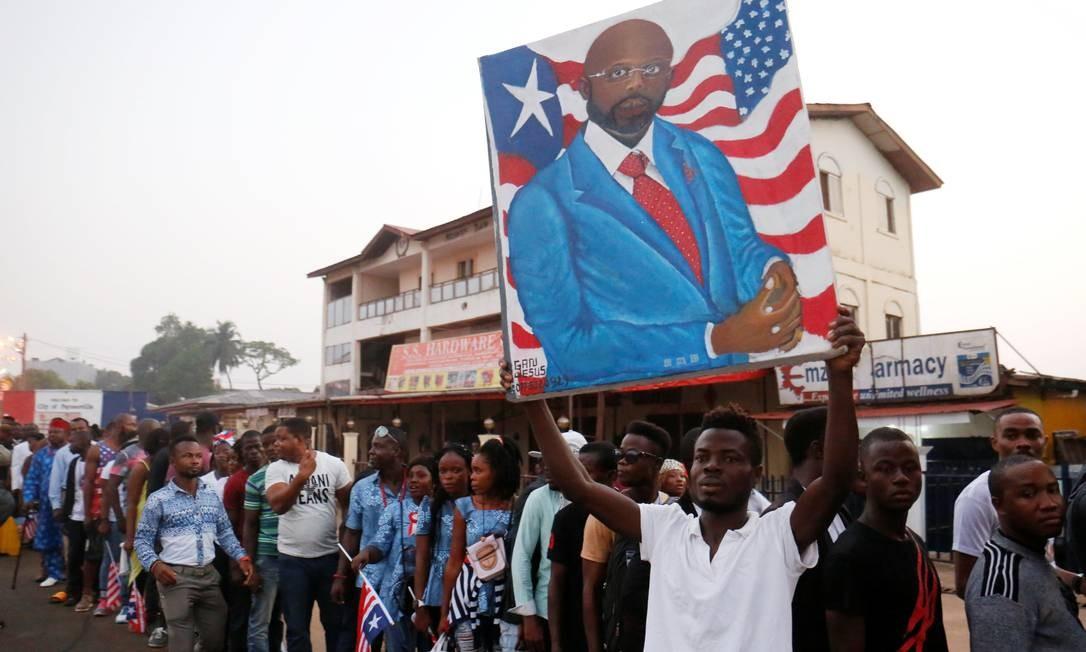Lenda do futebol, George Weah assume presidência da Libéria