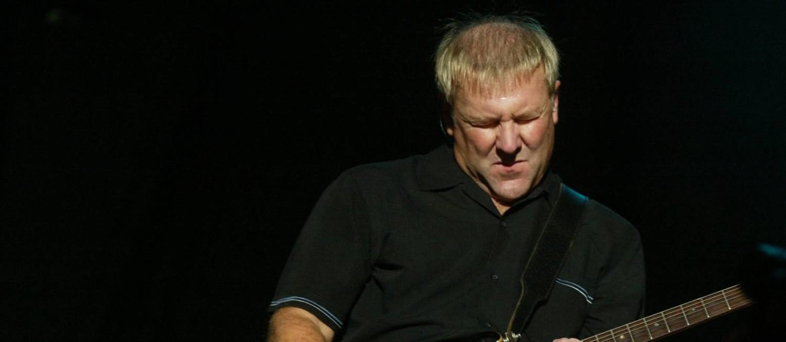 Alex Lifeson, guitarrista do Rush, durante show no Maracanã, em 2012 Foto: Ana Branco / O Globo