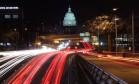 Imagem de longa exposição mostra Capitólio visto de longe em Washington Foto: MARK WILSON / AFP