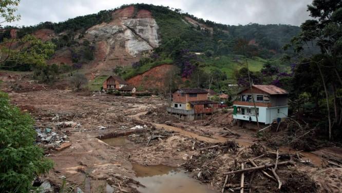 As marcas das destruição das chuvas na Região Serrana, em 2011 Foto: Hudson Pontes -31/03/2011 / Agência o Globo