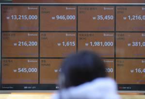 Painel mostra preços de moedas digitais na Coreia do Sul. Foto: Lee Jin-man/AP